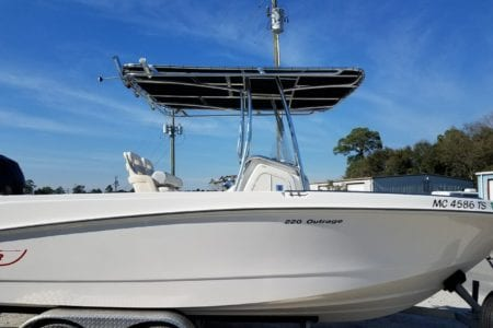 Boston Whaler Outrage 220 T Top